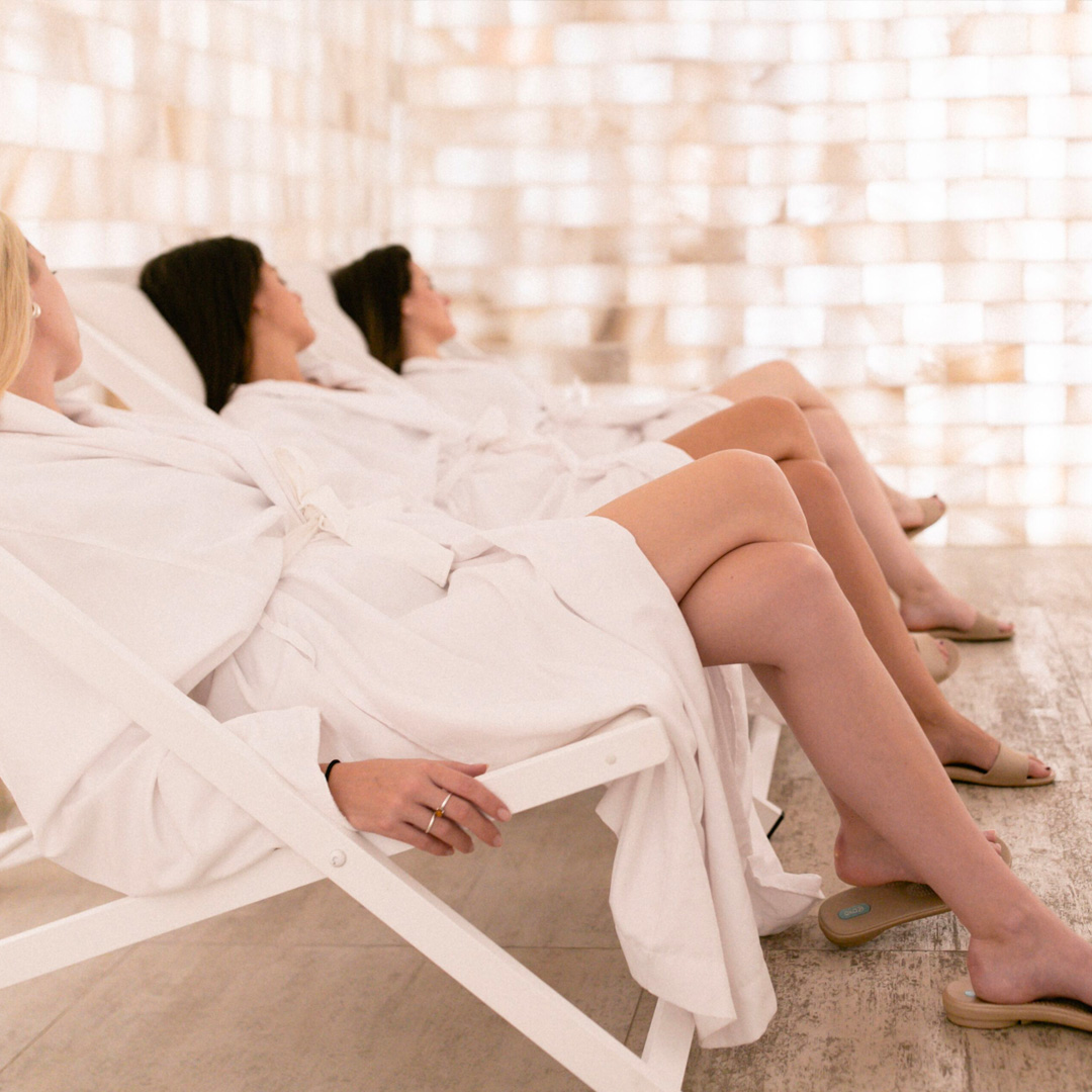 3 girls relaxing in the salt room of the Spa William Gray's Thermal Experience