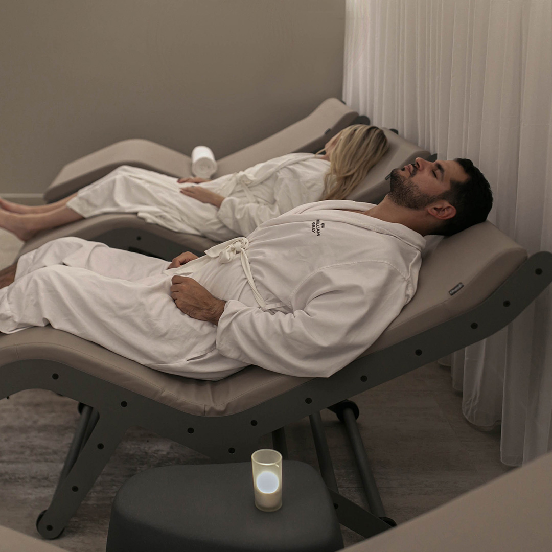 A man and a woman having a relaxation moment in the Spa William Gray in Old Montreal