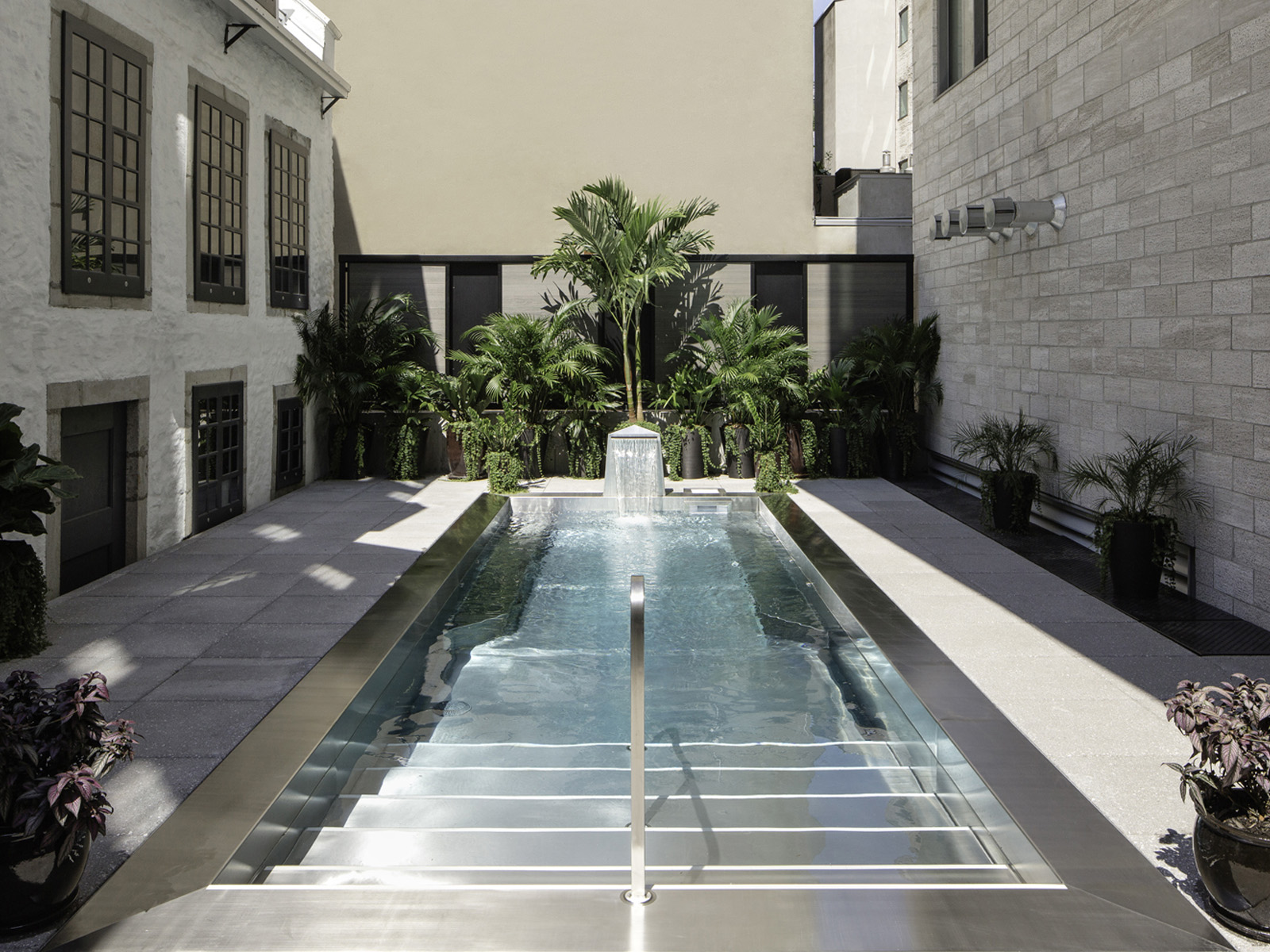 La piscine du Spa William Gray au coeur du Vieux-Montréal